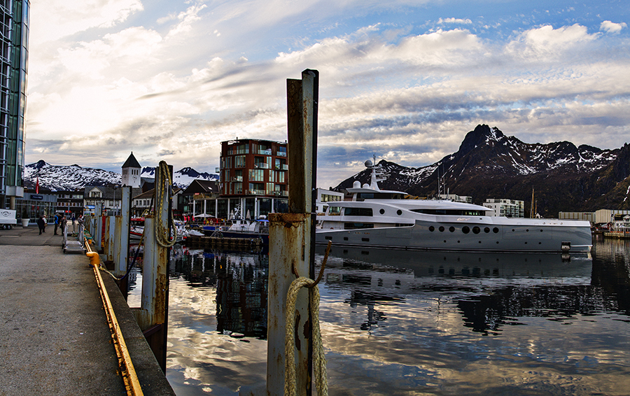 Svolvær and the Boat